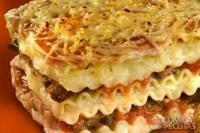 Lasanha ao molho de batata com hamburguinho