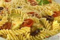 Parafuso ao molho de tomate cereja com abobrinha