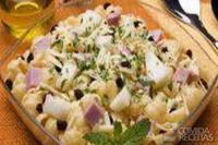 Salada ao vinagrete de melão com presunto