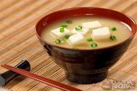 Sopa de missô-shiru com tofu