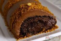 Rocambole de chocolate com amendoim