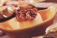 Bombom de chocolate branco com nozes