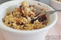 Crumble de pêra e chocolate