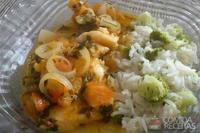 Filés de peixe com molho de tomate e pimentão