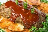 Rocambole de carne recheado com ricota e bacon