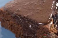 Bolo de chocolate e capuccino