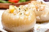 Cebola recheada de arroz