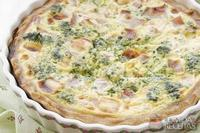 Quiche de brócolis com bacon e requeijão