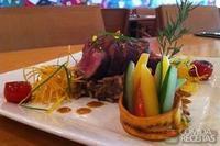 Tornedor de filé mignon com molho Marsala com vegetais e risoto de funghi