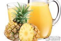 Suco refrescante de abacaxi e laranja