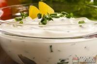 Molho de iogurte com três ervas