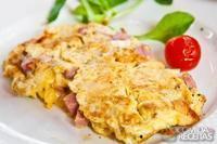 Ovos mexidos com presunto e queijo