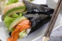 Temaki de salmão defumado