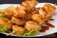 Espetinho de camarão saboroso