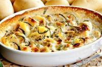 Gratinado de batata com abobrinha e queijo