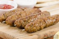 Kebab de cordeiro com especiarias