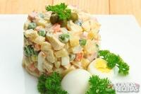 Maionese de legumes colorida