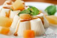 Manjar de coco e pêssego