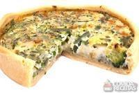 Quiche de brócolis e três queijos