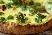 Quiche de queijo com brócolis