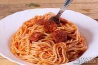 Espaguete com molho de calabresa