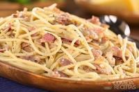 Espaguete com cebola e presunto