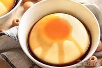 Flan de baunilha com calda de laranja