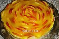 Torta de maçã com cobertura de laranja