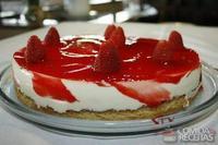 Cheesecake de ricota com calda de morango