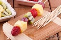 Espetinho de frutas com marshmallow