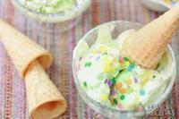 Sorvete de gelatina com refrigerante de limão