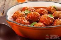 Almôndega com molho de tomate