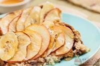 Tostada Visconti com fatias de maçã