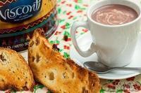 Chocolate quente com torrada de panetone