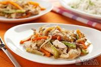 Tiras de frango com legumes