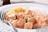 Estrogonofe de salmão