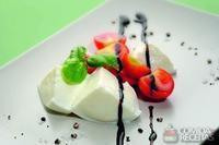 Tomate e muçarela com manjericão