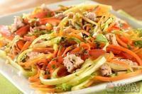Espaguete com legumes e atum