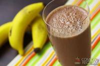 Frapê de coco com chocolate e banana