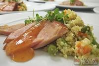 Tender com molho sweet & chilli e couscous de quinoa