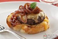 Brusqueta de hambúrguer agridoce