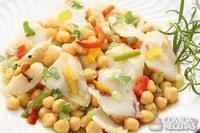 Confit de bacalhau com legumes e salada de grão de bico