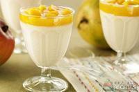Creme de iogurte e calda de frutas amarela