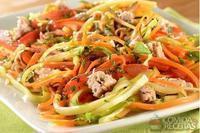 Espaguete de legumes com atum
