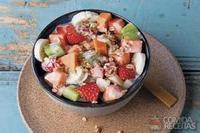 Salada de frutas com falso iogurte de coco