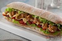 Sanduíche com molho tipo strogonoff com atum