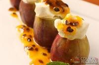 Figos frescos com cream cheese e maracujá