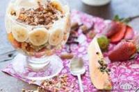 Sucrilos com salada de frutas, iogurte e coco