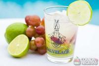Caipirinha de uva e limão