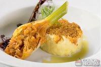 Brandade de bacalhau com compota de erva doce em crosta de broa de milho